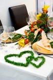 Table dinante luxueusement couverte photo libre de droits