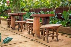 Table en bois avec deux présidences Image libre de droits