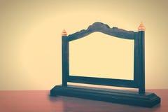 Table en bois de récompense thaïlandaise de plaque Type de cru photographie stock libre de droits