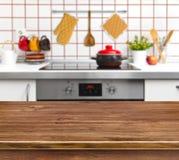 Table en bois de texture sur le fond de banc de cuisine Photo libre de droits