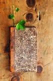 Table en bois de vintage avec le livre et la pousse Images libres de droits