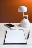 Table et équipement de bureau Photographie stock libre de droits