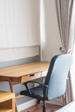 table et chaise - espace de travail à la maison Images libres de droits