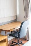 table et chaise - espace de travail à la maison Photo libre de droits