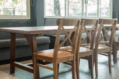 Table et présidences en bois Image stock