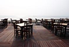 Table extérieure avant de plage, silhouette Images stock