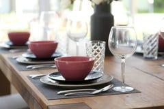 table installée pour la pièce dinning Images libres de droits