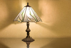 Table lamp on desk Royalty Free Stock Photos