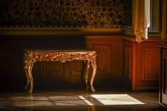 table latérale antique Images libres de droits