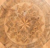 Table latérale antique avec l'intarsia dans le style baroque Photographie stock libre de droits