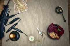Table magique de bureau Cartes de Tarot Future lecture Concept de diseur de bonne aventure illustration de vecteur