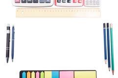 Table ou espace de travail organisée avec le copyspace vide Photographie stock libre de droits