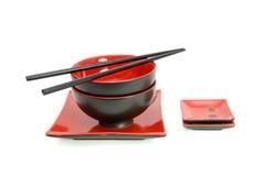 table réglée de rouge oriental d'isolement par noir Photo stock