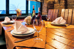 Table servie de restaurant Photos stock