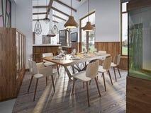 Table servie pour huit dans la salle à manger dans le grenier avec la haute Image libre de droits