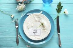 Table servie pour le dîner de jour du ` s de mère photographie stock libre de droits