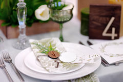 Table set with natural flowers for wedding reception Royalty Free Stock Photography