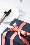 Table setting with festive gift Royalty Free Stock Photos