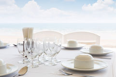 Table setting near beach restaurant Royalty Free Stock Photography