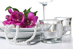 Table setting with pink alstroemeria flowers Royalty Free Stock Photos