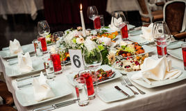 Table setting at restaurant Royalty Free Stock Images