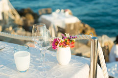 Table setting by the sea Royalty Free Stock Images