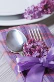 Table setting in violet colors, decoration flowers lilacs. Stock Photography