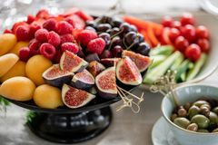 Free Table With Cold Snacks And Tableware. Fresh Fruit Platter On Banquet Table At Business Or Wedding Event Venue. Raspberry Royalty Free Stock Photo - 149900355