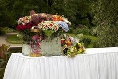 Tableau avec des fleurs en stationnements pour des cadeaux images libres de droits