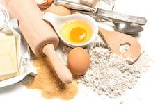 Tableau avec des ingrédients de traitement au four Préparation de la pâte Fond de nourriture Images stock