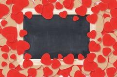 Tableau blanc au-dessus des coeurs de Valentine Photographie stock