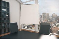 Tableau blanc vide dans la salle de conférence Photos stock