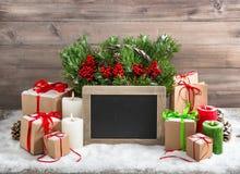 Tableau brûlant de boîte-cadeau de bougies de décoration de Noël Photos libres de droits