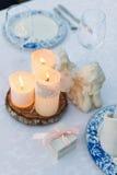Tableau décoré pour épouser ou dîner romantique Photos stock