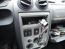 Tableau de bord de voiture après vol de récepteur audio images libres de droits