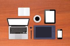 Tableau de bureau avec des équipements de travail Image libre de droits
