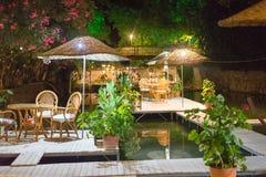 Tableau de dîner de nuit sur le restaurant Turquie de rivière Images stock