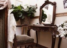 Tableau de rectification antique avec le miroir photographie stock