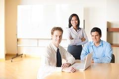 Tableau de salle de conférence de contact d'équipe Image libre de droits