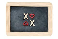 Tableau de vintage de cadre en bois d'isolement sur le blanc avec le texte XOXO (baisers et étreintes) créé des lettres en bois Images libres de droits