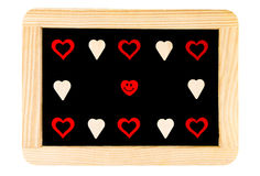 Tableau de vintage de cadre en bois d'isolement sur le blanc avec les symboles rouges de forme de coeur et l'émoticône de sourire Image stock