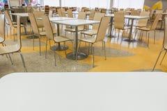Tableau et chaise Images stock
