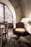 Tableau et chaise de café Photos libres de droits