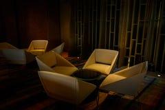 Tableau et chaises dans la chambre d'amis Images stock