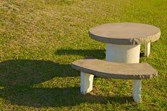 Tableau et siège sur l'herbe Photos libres de droits