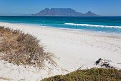 Tableau Mountian visualisé de la plage Ca de Bloubergstrand Photo libre de droits
