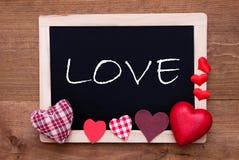 Tableau noir avec des coeurs de textile, amour des textes Photos libres de droits