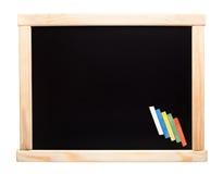 Tableau noir avec des craies Photo stock