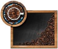 Tableau noir avec les grains de café et l'espace de copie Image stock