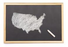 Tableau noir avec une craie et la forme des Etats-Unis dessinés sur (série Photographie stock libre de droits